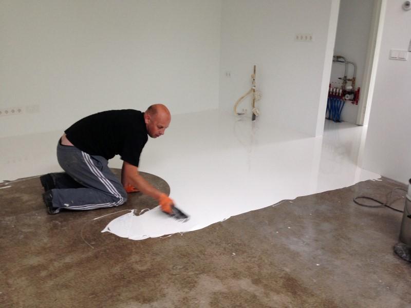 Badkamer Met Gietvloer : Aanbrengen pu gietvloer